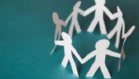 sagome umane in carta unite in cerchio (dal sito del comune di Mira)