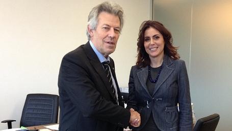 Stretta di mano tra la nuova Consigliera Silvia Cavallarin e il segretario generale Stefano Nen