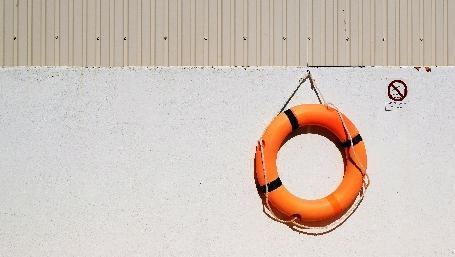 Salvagente (foto: mattew waring per unsplash.com)