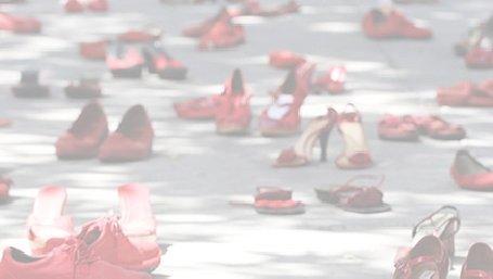 scarpette rosse immagine simbolo della violenza sulle donne