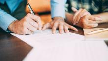firma contratto di lavoro (Created by Katemangostar - Freepik.com)