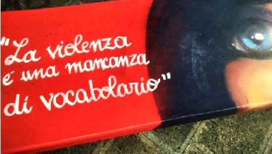 street art a Dolo (VE) panchina antiviolenza